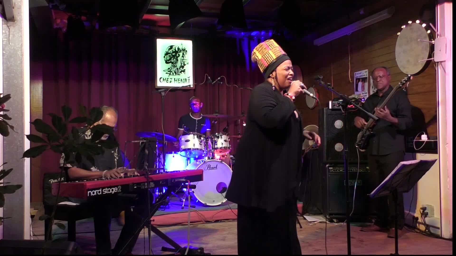 Chez Henri la très belle voix du Blues Pastel Quartet a séduit le public