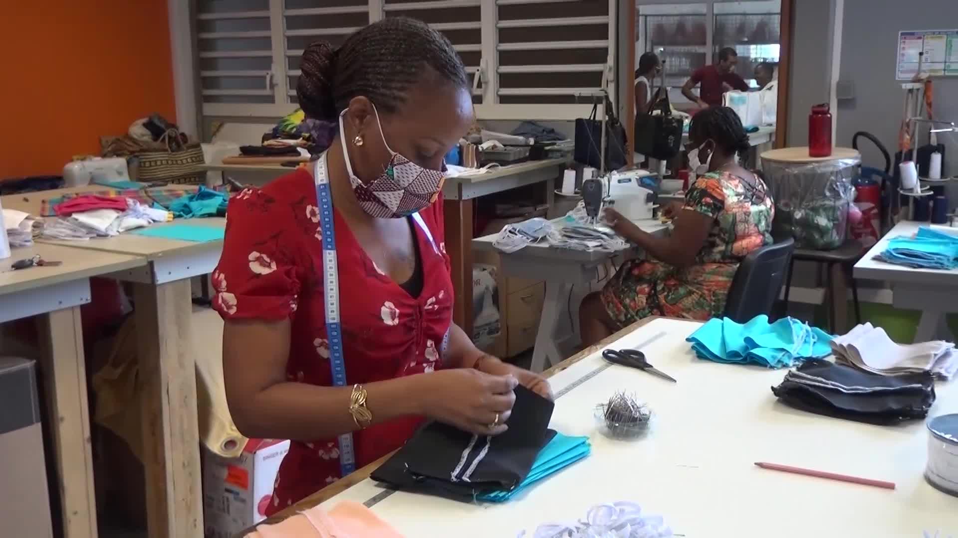 Initiative locale : comment sont fabriqués et distribués les masques made in Marie Galante