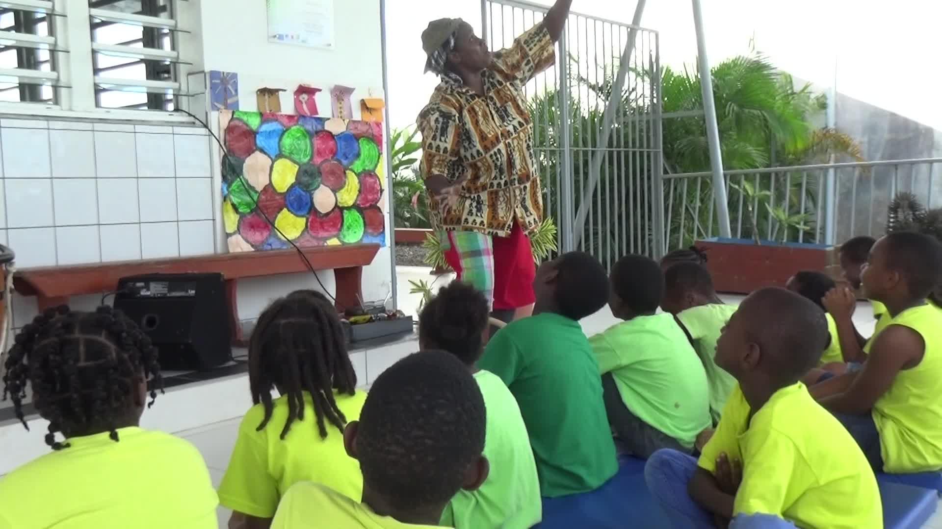 Culture Marie Galante : la conteuse Woz Bonbon interprête un conte créole
