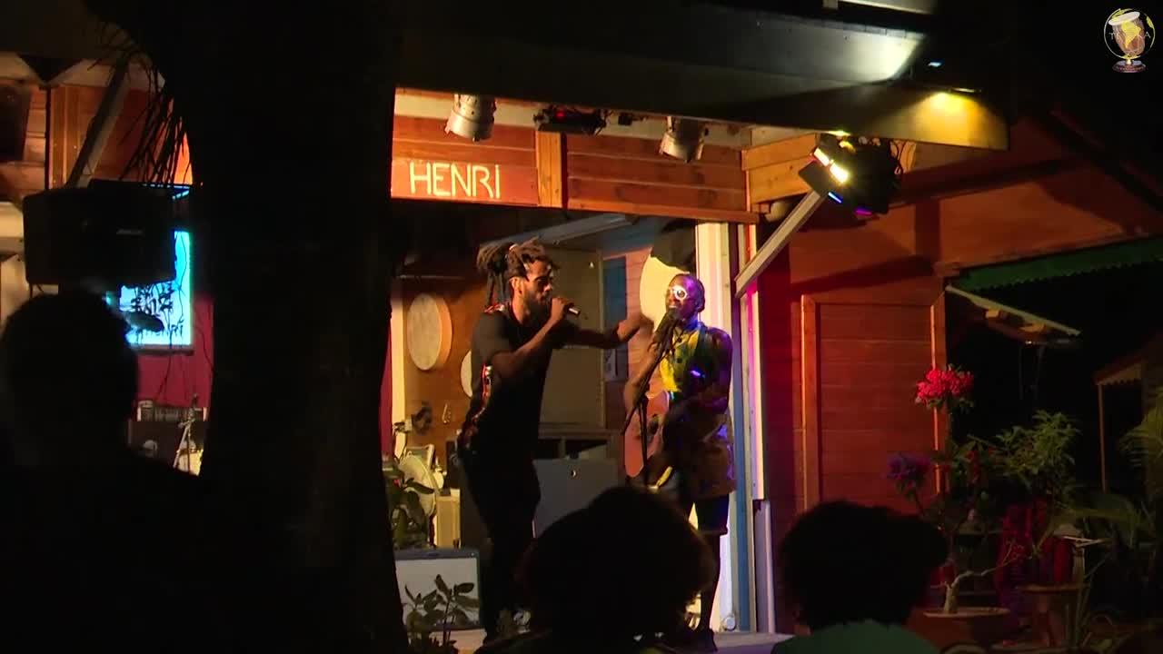 Les concerts silencieux Chez Henri - Esy Kennenga et son carnet de voyage