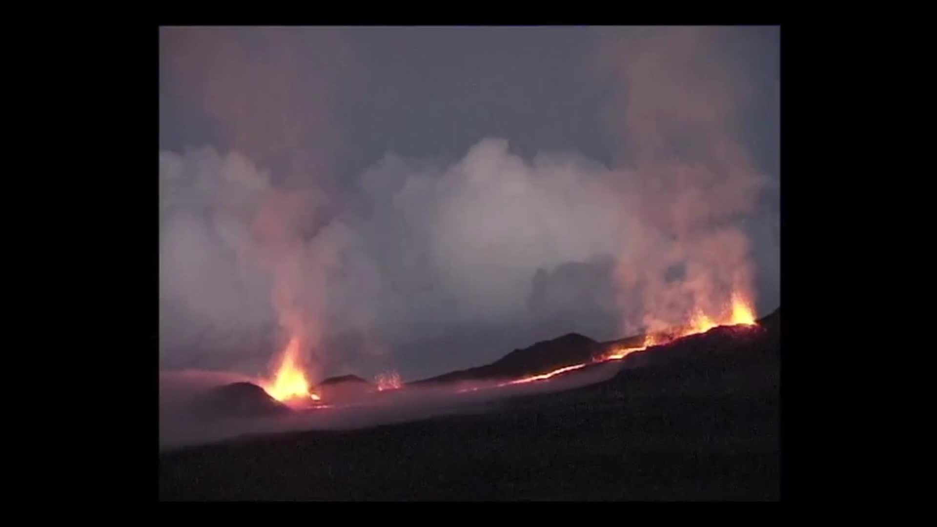 Images d'îles : la Fournaise, volcan à la Réunion s'est réveillée...